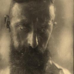 Portretfoto Domien Ingels