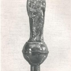 Bekroning van de ceremoniestaf uit de Deinse Onze-Lieve-Vrouwekerk