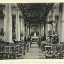 Het interieur van de parochiekerk van Astene