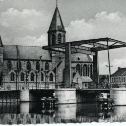 Zicht op de Tolpoortbrug en de Onze-Lieve-Vrouwekerk