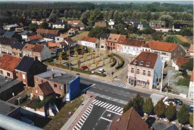 Zicht op Astense Dorpsstraat en Hubert Malfaitplein