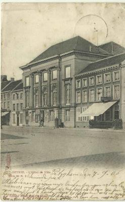 Het stadhuis van Deinze aan het begin van de 20ste eeuw