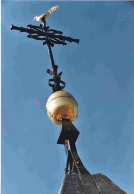Het torenkruis van de parochiekerk van Astene