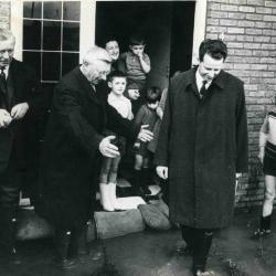 Koning Boudewijn bezoekt Deinze in december 1966