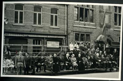 De Petegemse burgemeester Adolf Haerens wordt gevierd