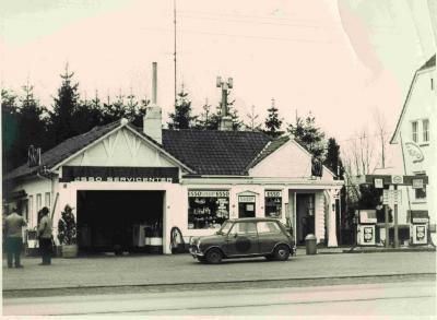 Esso-servicecentrum langs de Emiel Clauslaan te Astene