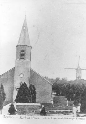 Kerk van Deurle met ernaast in de verte de molen.