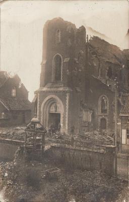 Beschadigde kerk Olsene na beschietingen WO I