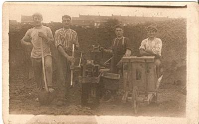 Steenbakkers met Hector De Stoop (Semmerzake) en een van de eerste madelons met persstok