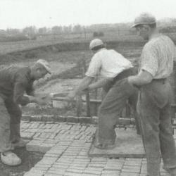 Steenbakkers zetter en kantstaanders