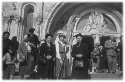 Op reis naar Lourdes in 1954.