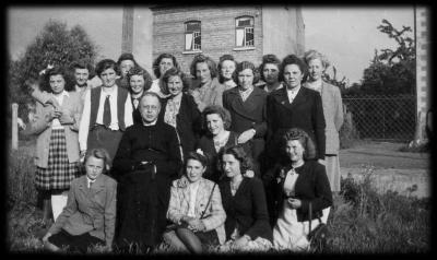 KVLV-dames met pastoor.