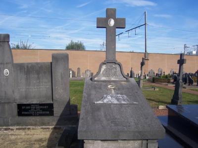 Oorlogsgraf van Paul Fayon op de begraafplaats van Petegem-aan-de Leie