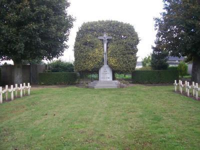 Gedenkkruis op Franse militaire begraafplaats te Machelen