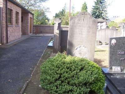 Oorlogsgraf Michel Van Den Abeele op kerkhof  Sint-Maria-Leerne