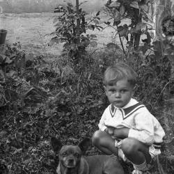 Juliaan Lampens met hondje Lieske