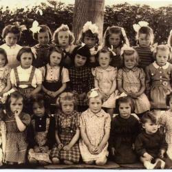 Klasfoto meisjesschool Bachte-Maria-Leerne 1949.