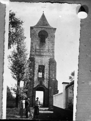 De oude kerktoren van Eke