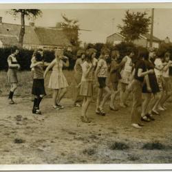 Volksdans of toen al ochtendgymnastiek op kamp