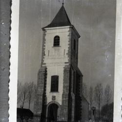 De oude Eekse kerktoren met daarrond het kerkhof