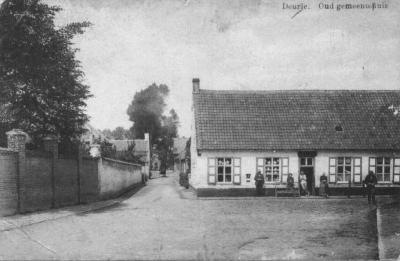 Het Oud Gemeentehuis in de Dorpsstraat te Deurle