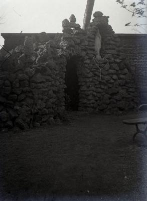 Mariagrot in tuin van het Eeks klooster
