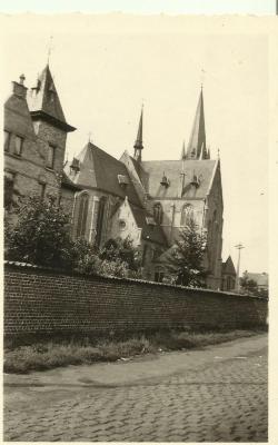 De achterzijde van de Eekse parochiekerk