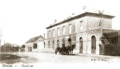 De achterzijde van het station van Olsene