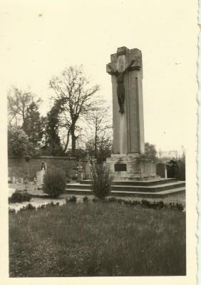Calvariekruis op het kerkhof van Eke