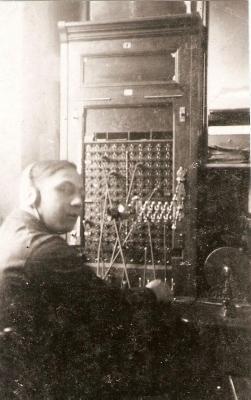 Telegrafie/telefoonkantoor in het stationsgebouw van Olsene