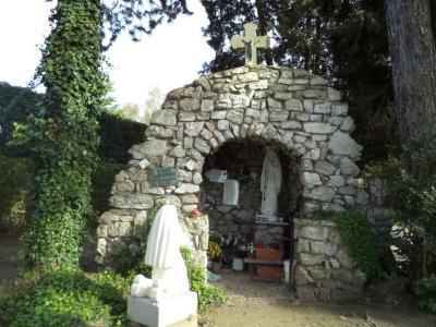 Mariagrot op de Latemse begraafplaats