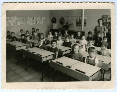 Het eerste leerjaar van de Pintse Vrije Basisschool anno 1964