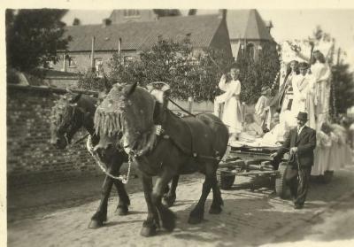 Processie op het dorp van Eke