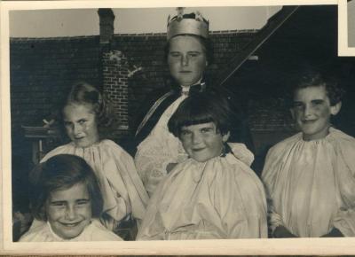 De kroning van de koningin tijdens Gaverse reuzenstoet 1955