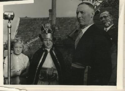 De kroning van de koningin tijdens Gaverse reuzenstoet