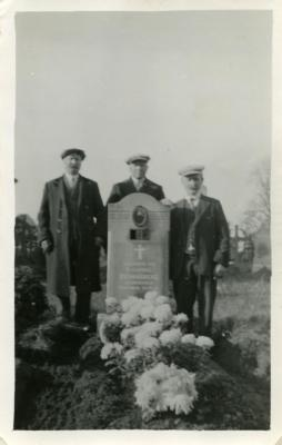 Het graf van Theophiel Vermaercke in vroegere jaren