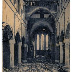De vernielde binnenzijde van de Eekse parochiekerk