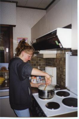 Koken bij gastgezinnen tijdens de Jeugdverbroedering '99