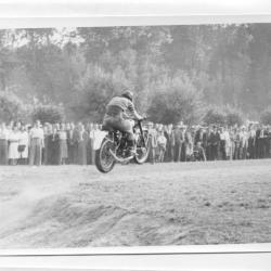Motocrossers geven het beste van zichzelf aan de Nazarethse Hospicebossen
