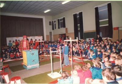 Circus Magic treedt op in de Vrije Basisschool van Zulte