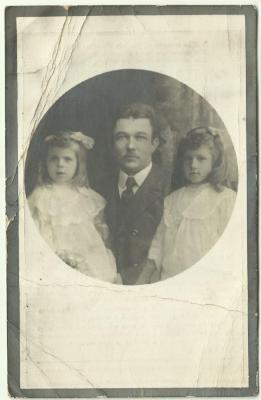 Bidprentje van Maurits Michels en twee van zijn dochters