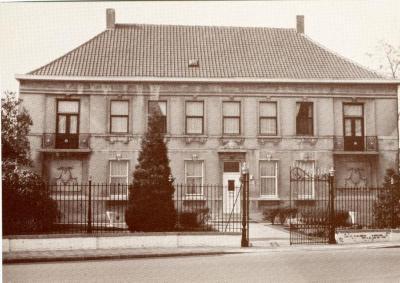 Het herenhuis van de familie De Backer in vroegere jaren
