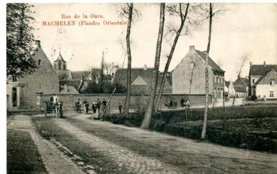 Zicht op de Stationsstraat van Machelen-aan-de-Leie voor W.O.I