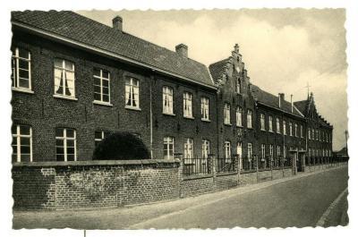 Een postkaart van het klooster van Olsene