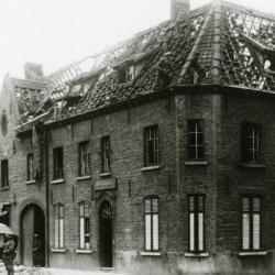 't Landbouwershuis vernield