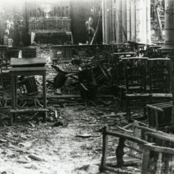 Het interieur van de Olsense kerk na de beschietingen van mei 1940