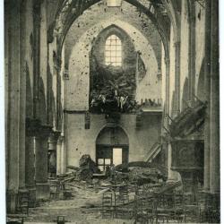 Het vernielde schip van de Olsense parochiekerk