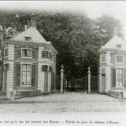 De paviljoenen aan de ingang van het Olsens kasteelpark