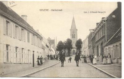 Achterzijde van Gavere Kerkstraat met twee Friese ruiters
