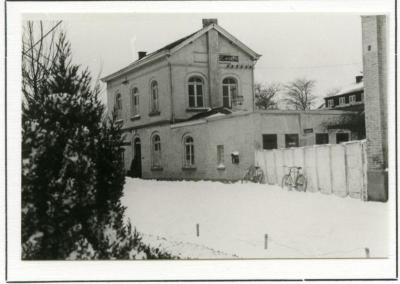 Het station van De Pinte in de sneeuw